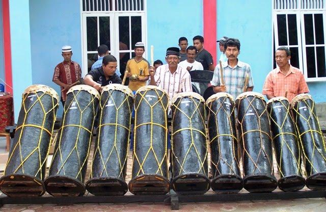 alat musik gabungan dari sejumlah alat musik ensambel nama lagu atau